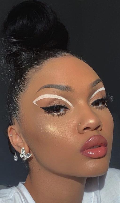 White Eyeliner Looks